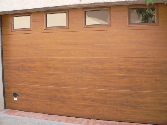 Puertas seccionales residenciales de garaje for Fabrica de aberturas de madera