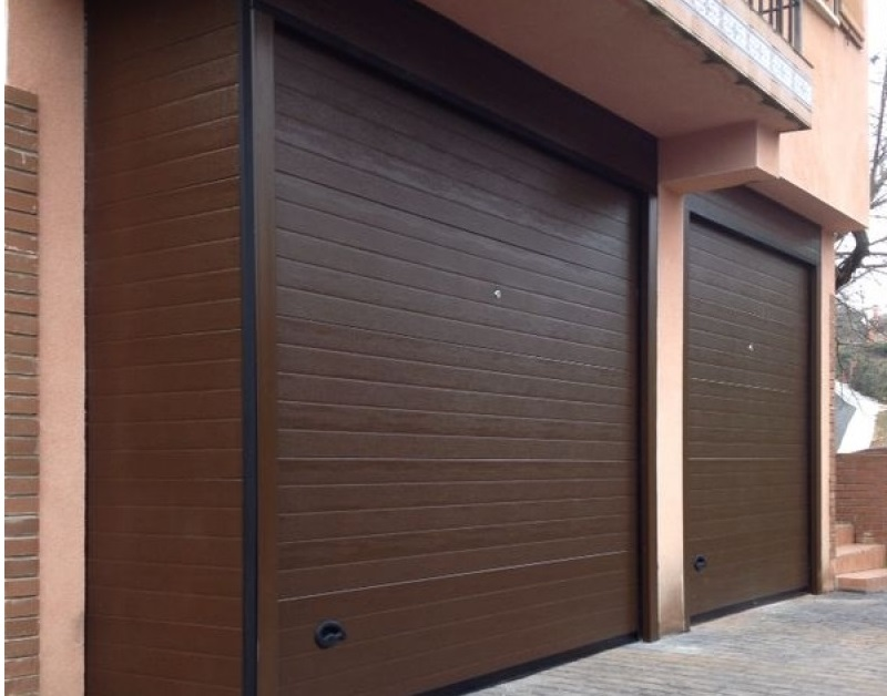 Somos especialistas en puertas de garaje residenciales for Catalogo puertas metalicas