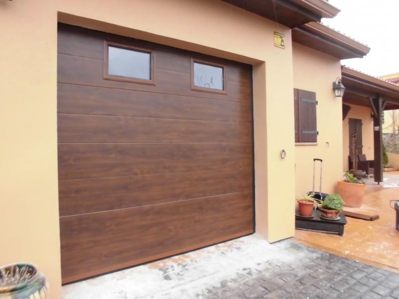 Somos especialistas en puertas de garaje residenciales - Puertas de paso de madera ...